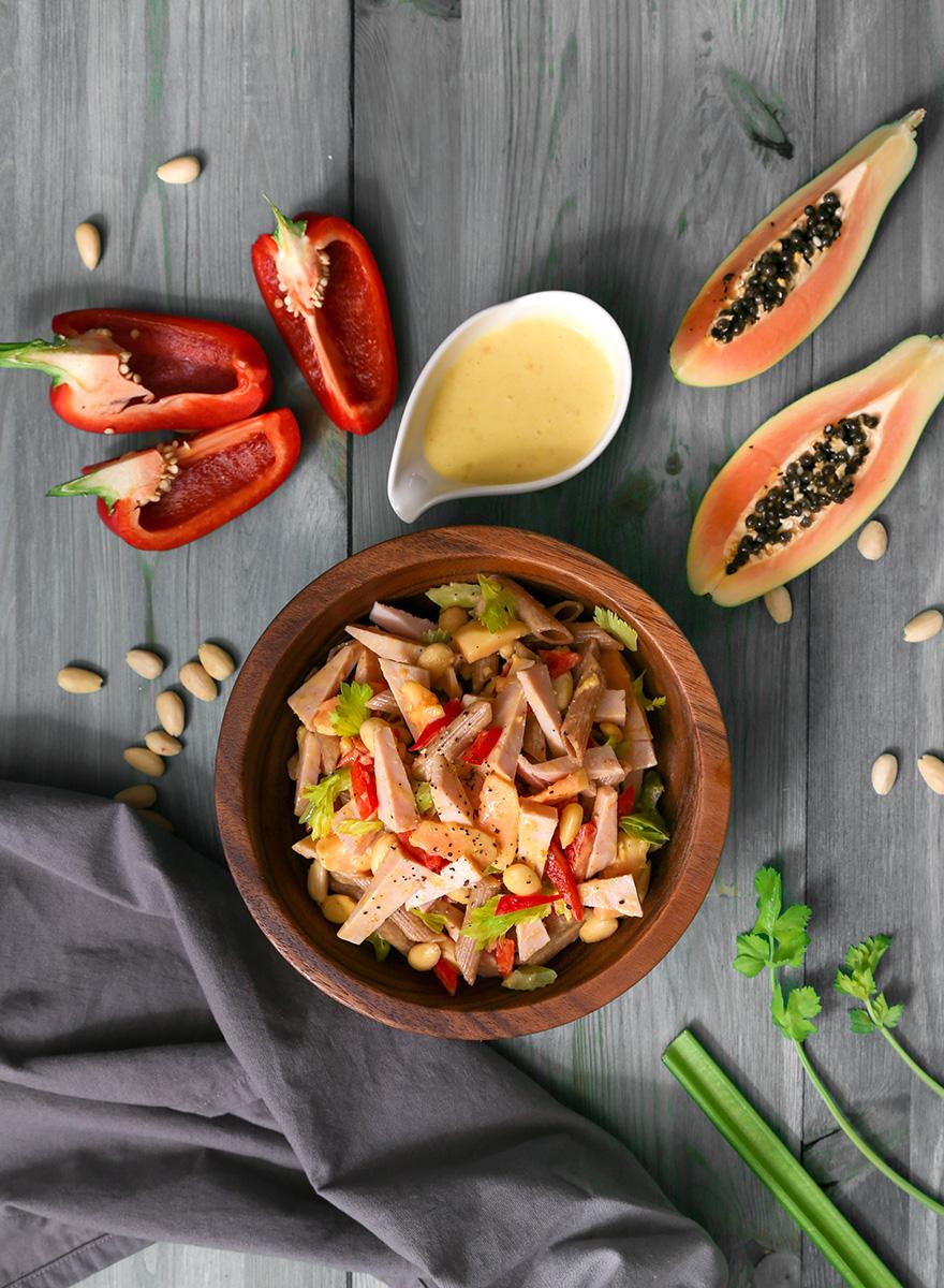 Μακαρονοσαλάτα ολικής άλεσης με Gourmet Εν Ελλάδι βραστή γαλοπούλα, παπάγια και μαρμελάδα εσπεριδοειδών